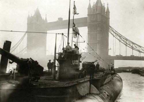 U155 in London, 1918